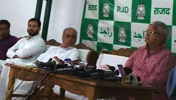 laloo-told-nitish-palturam-complain-vote
